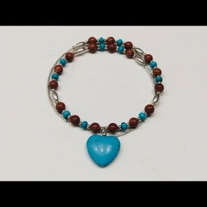 Beaded necklace with heart shape stone pendant